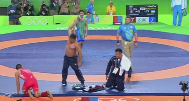 Mongolia's wrestling coaches appear to have some issues with the judges' decision... https://t.co/pZ8z2QGZAW