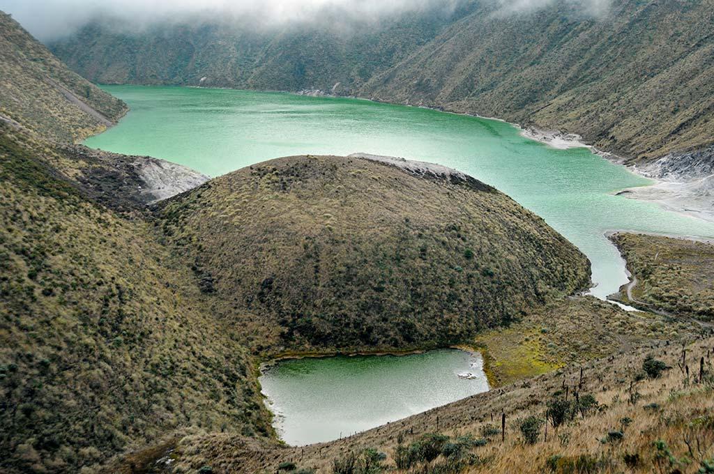 Una laguna esmeralda en el cráter de un volcán un tesoro de #Colombia en #Nariño.