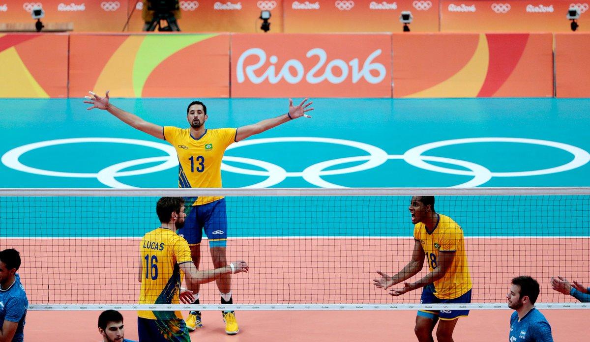 #Rio2016 O #BRA é medalha de #ouro pela terceira vez no #voleibol masculino!!! https://t.co/ORk0Z3DLYP