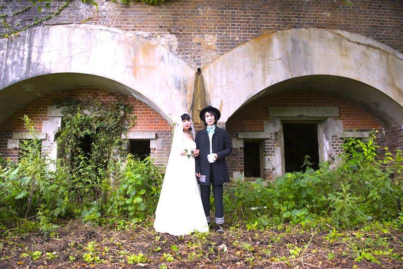 【ご報告】お陰様で昨日無事に結婚写真を撮影することが出来ました。ネットの世界でお世話になっている皆様へ、此方の画像でご報告とさせて頂きます☆ヴァイオリニストと猟師という謎の異業種夫婦ですがいつまでも仲良く過ごせるように頑張ります☆ https://t.co/9tof7CPBHA
