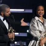 .@Drake faz um discurso lindíssimo e fofo declarando toda a admiração ao trabalho de @Rihanna! #VMAs https://t.co/MHECvvoZ4e