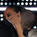 Nós shippamos esses dois maravilhosos! <3 (@Rihanna + @Drake) #VMAs https://t.co/XeOEIXD1FY