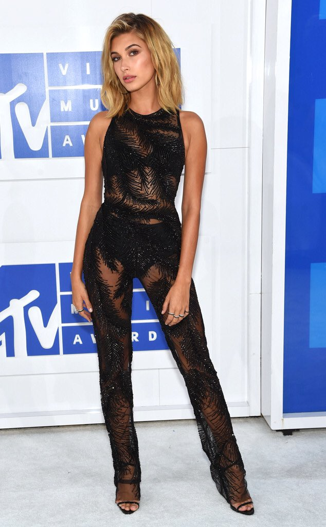 Slay @haileybaldwin, slay. #FashionPolice https://t.co/DcSnOt4A40