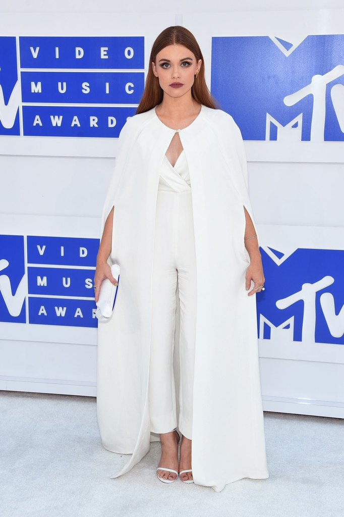 Holland Roden Wore A White Kayat Spring 2016 Ivory Jumpsuit A Matching Cape To The Mtv Vmas Vmas2016