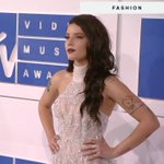 Halsey has arrived on the #VMAs white carpet and she came to slay. 😍 https://t.co/LZBeSgKqUR