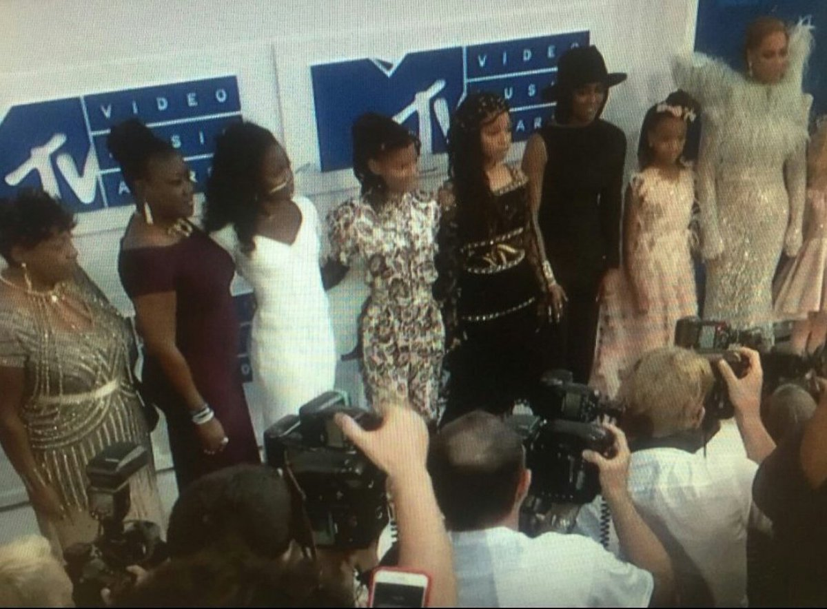 Beyoncé brought the mothers of Mike Brown, Trayvon Martin, Eric Garner & Oscar Grant to the #VMAs tonight ❤️