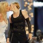 Britney spears y su polémico beso en vivo por los #vmas  #MTVLA https://t.co/y3hVDxyjXU