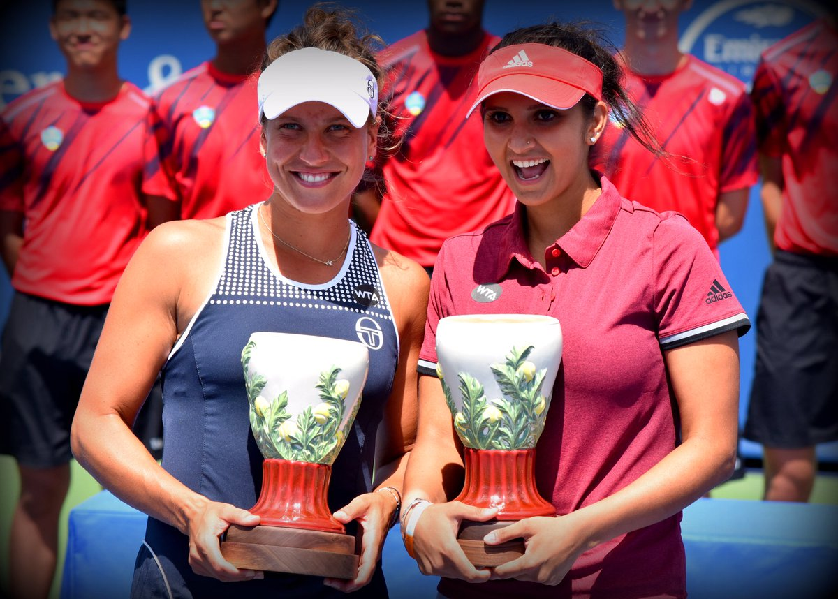 """Winners @BaraStrycova and @MirzaSania with trophies: """"No expectations ... Just fight for every point."""" #CincyTennis https://t.co/WkfhbJQbON"""