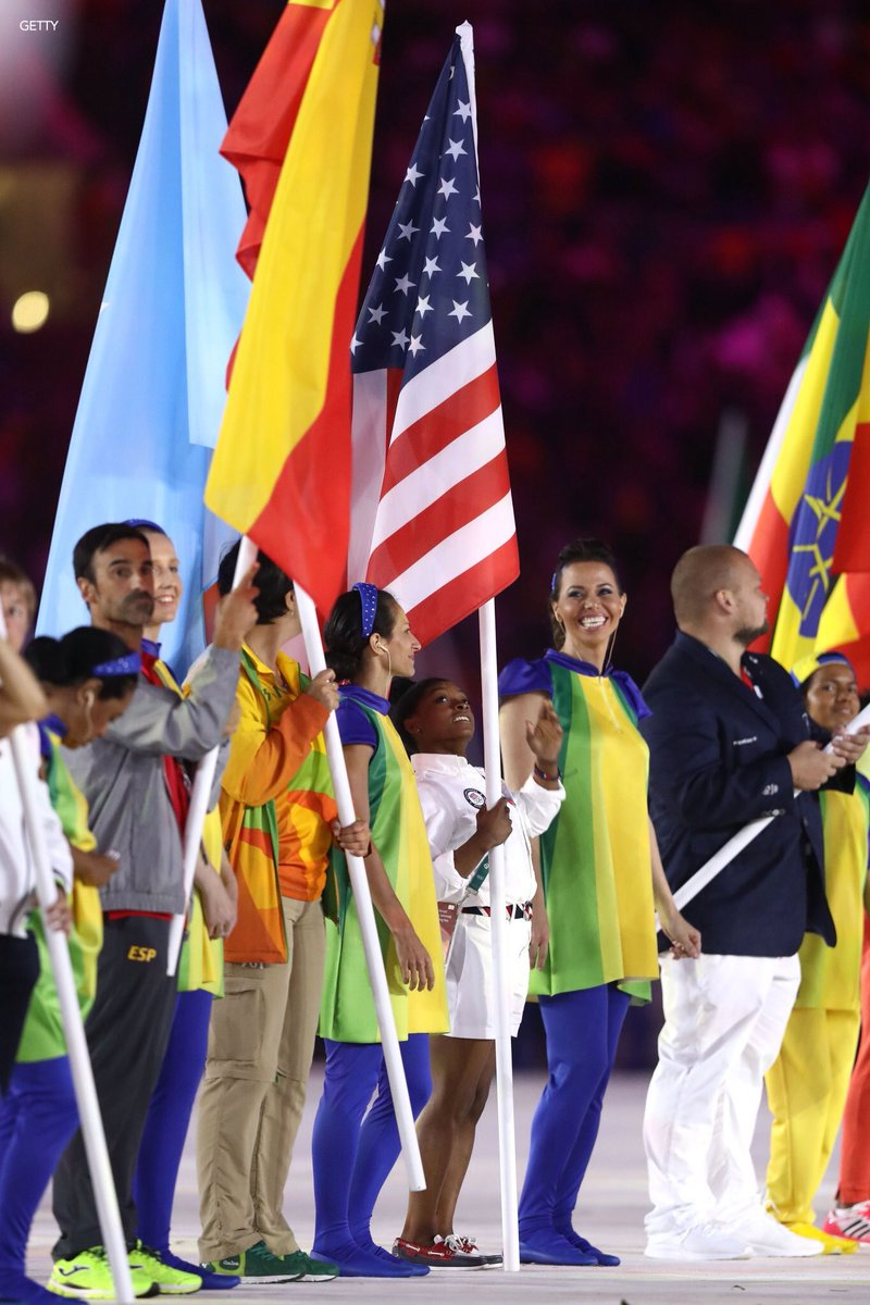 Simone Biles: 4 feet 8 inches tall The flag staff she has to hold: 9 feet tall  #USA  #ClosingCeremony  #Rio2016 https://t.co/8aW0LuZjPK
