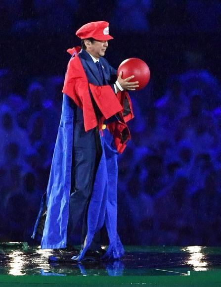 サプライズは安倍首相…マリオ姿で登場 東京から謎の土管で移動?https://t.co/y2DjS1ta7q #リオ五輪 #オリンピック #閉会式 #マリオ https://t.co/lvAJyphTRx