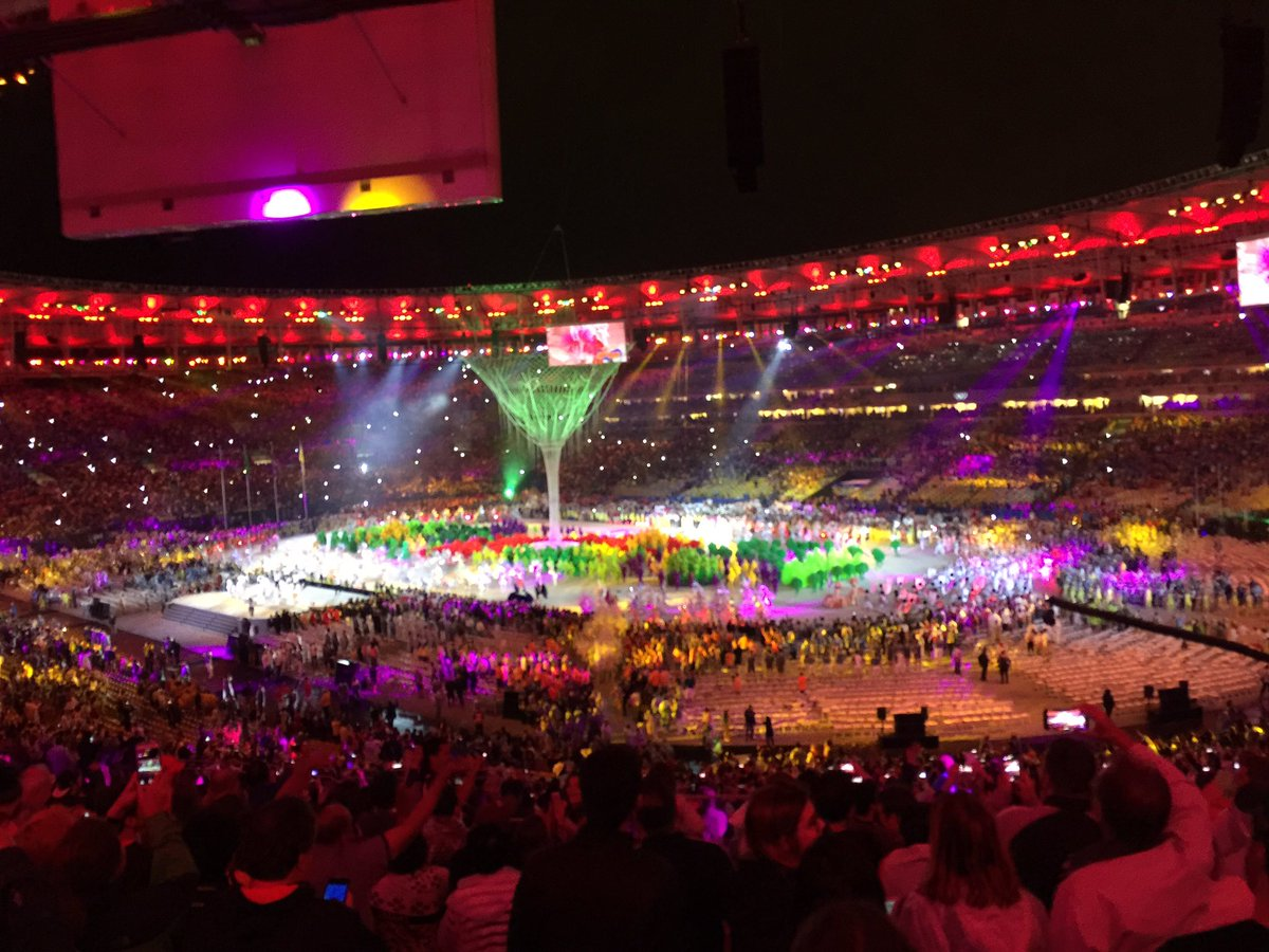 Thank you Brazil and thank you Rio! Amazing hosts. Also, sorry about Lochte. #Rio2016 #ClosingCeremony #TeamUSA https://t.co/BYoDW55qZ5