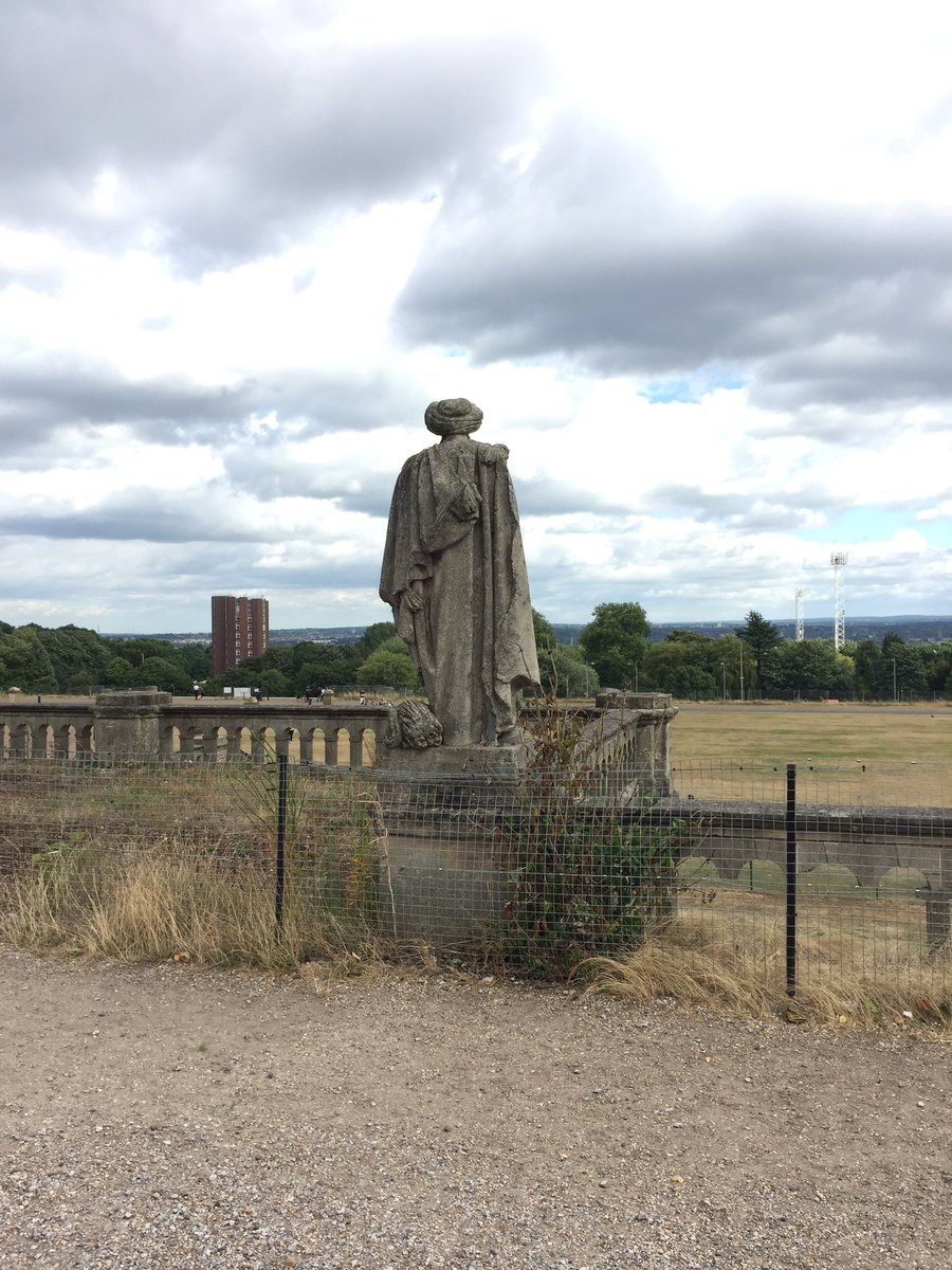 Sad to see a statue of Professor Quirrell still stands in Crystal Palace despite his involvement with You-Know-Who https://t.co/gRAqbCtieo