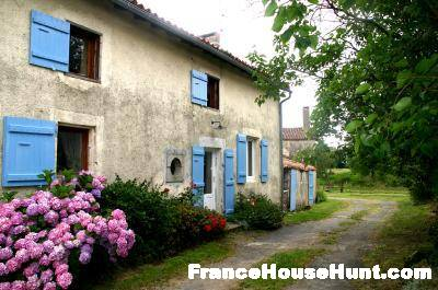 Renovated Country House & Gite for sale Deux-Sèvres France €150,000 https://t.co/0KbrzHTa8p #properties #french https://t.co/BPaS65GoX1