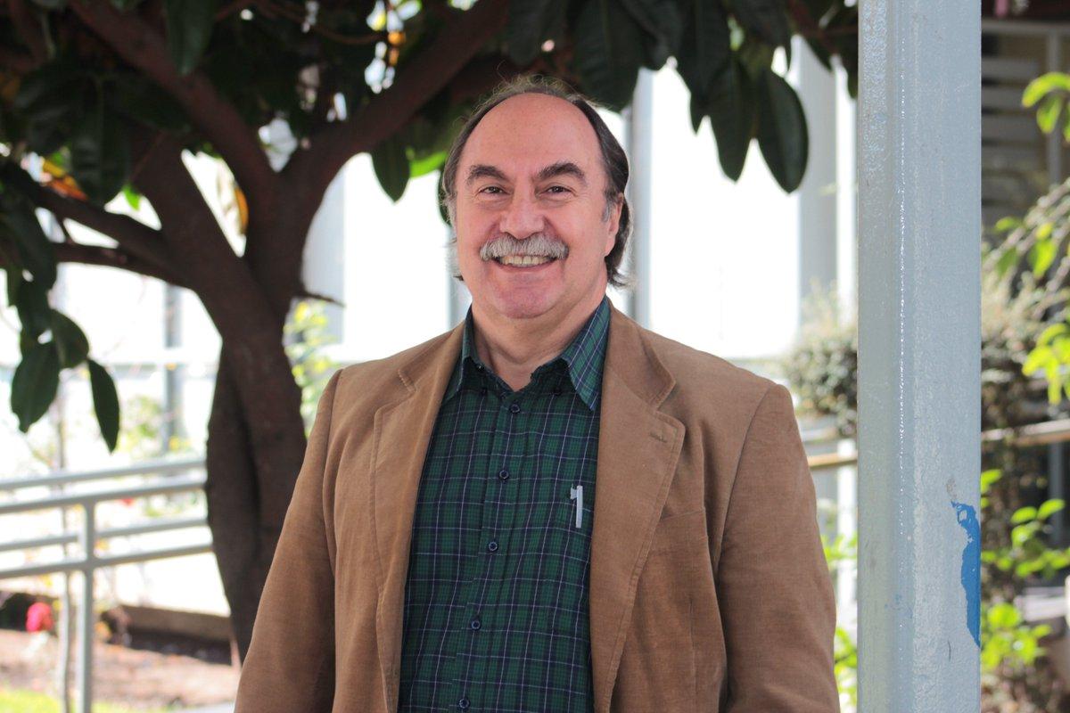 Académico @usach Dr. Julio Pinto es distinguido con el Premio Nacional de Historia 2016  #OrgulloUsachino https://t.co/PuPhbTIqHy