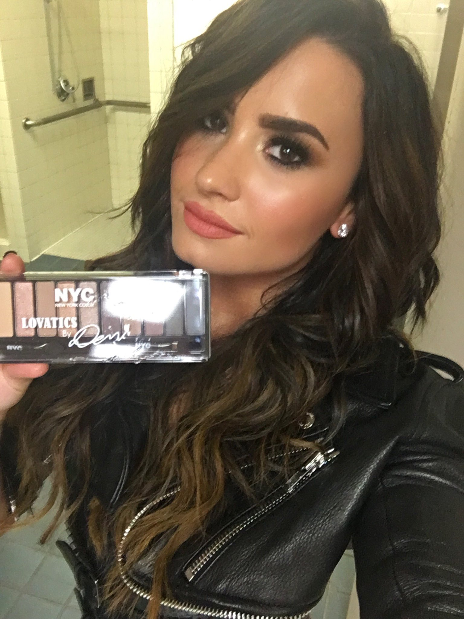 From natural to dramatic you can create your own look with my #Lovatics Palette. Get it now at @WalmartCanada! https://t.co/WjsJadIaM3