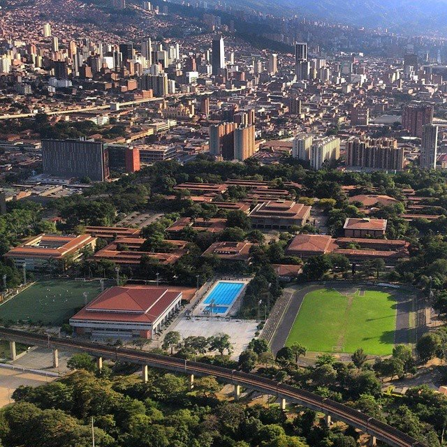 Qué linda se ve nuestra #UdeA desde el aire ❤. Gracias a @palaciotamayo por compartirnos la foto https://t.co/2U5gzeEmre