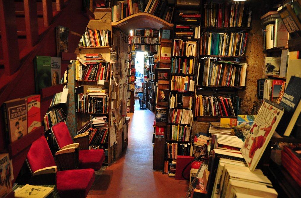 A night in Paris' Shakespeare & Co bookshop https://t.co/3TA9A6tNoN #bookworms #France #epic https://t.co/bpGUeaDpUA