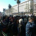 [AHORA] Largas filas para llevarse 2 peras y 1 manzana en Plaza de Mayo por protesta de productores https://t.co/Eq6NTf4H70