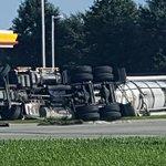 Thanks #JamesMcClure for sending pics of overturned 18-wheeler on Siegen Lane. https://t.co/Z5VWailmvl https://t.co/wEH6wWyWmD