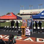 Its official: the @Condors will play the Ontario Reign outdoors at Memorial Stadium on January 7. https://t.co/Vakiddda22