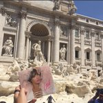 Desde Roma, frente al Coliseo y la Fontana di Trevi (via @esposxjs) #SOYPorElMundo 💿😍🌍👑 🇮🇹 @laliespos https://t.co/V37j5enorz