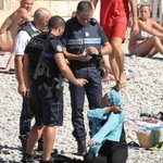 Donc une femme qui porte le voile na plus le droit dêtre allongée sur une plage francaise ? #Cannes #Nice https://t.co/m5OM5Xi4EK