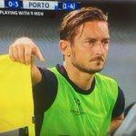 Lultima di Totti in Champions...il capitano non meritava tutto questo. https://t.co/RKRRV3rQ4y