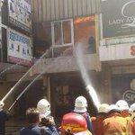 Kebakaran di Jalan Gemblongan Surabaya Hanguskan 5 Toko Furniture https://t.co/WxzbjV1fQG https://t.co/J0ciTLUv83