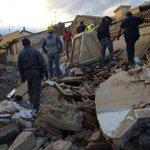 Si continua a scavare tra le macerie e sale purtroppo il numero delle vittime di minuto in minuto #Terremoto https://t.co/f1rwwxeBNV