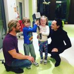 Unforgettable meeting all the children at Lady Cilento Childrens Hospital. Theyre the real heroes. 📸 @twhiddleston https://t.co/KANhgb5yb1
