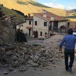 #terremoto Umbria foto crolli Castelluccio di Norcia https://t.co/jCSzia0Wfo