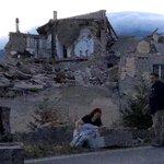 【M6.2】イタリア中部で地震「街が半分なくなった」 https://t.co/pYulFNQbwp 被害に遭ったアマトリーチェの町長は「町が半分なくなった。土砂崩れがあり、橋が崩壊するかもしれない」と状況を伝えている。 https://t.co/CPj53Mj8g2