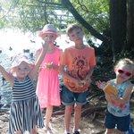 Walk round worsbrough reservoir feeding ducks and BlackBerry picking #barnsleyisbrill https://t.co/WyXg5J0Gkm