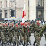 Soldiers from #Poland taking part in a military parade marking #Ukraines Independence Day in Kyiv. https://t.co/wXFmkfFd0x