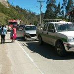 #AccidenteDeTránsito, colisión de tres vehículos en Panamericana Sur, sector de Zhucay. @Bomberos_Cuenca en el lugar https://t.co/wOp3pMwtBr