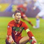 """""""Agradezco a los que me llaman héroe, pero si lo fuese, la gente no pasaría hambre"""" - Cristiano Ronaldo https://t.co/f79eiH2K7x"""