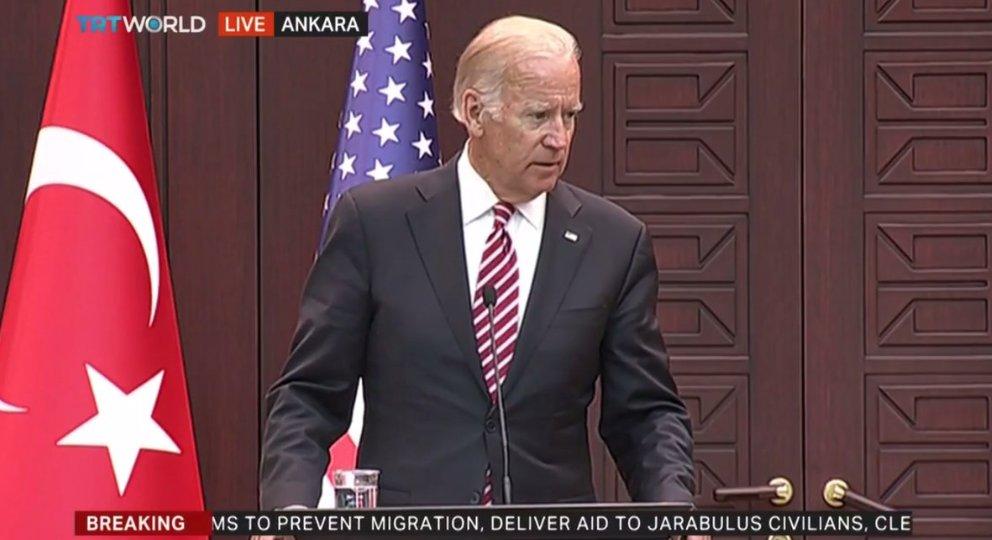 """3-A sınıfından Joe Biden, """"hepimiz kardeşiz"""" adlı şiirini okuyor. https://t.co/UhgtgV7gUP"""