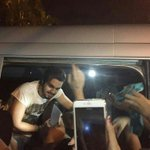 Luan atendendo fãs ontem na saída do Música Boa. #MPN #LUANSANTANA https://t.co/qKB3ZFHmRI