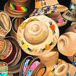 Protégete del sol con los bellos sombreros de palma y disfruta el delicioso clima de #Acapulco https://t.co/dh0VGZqFMy