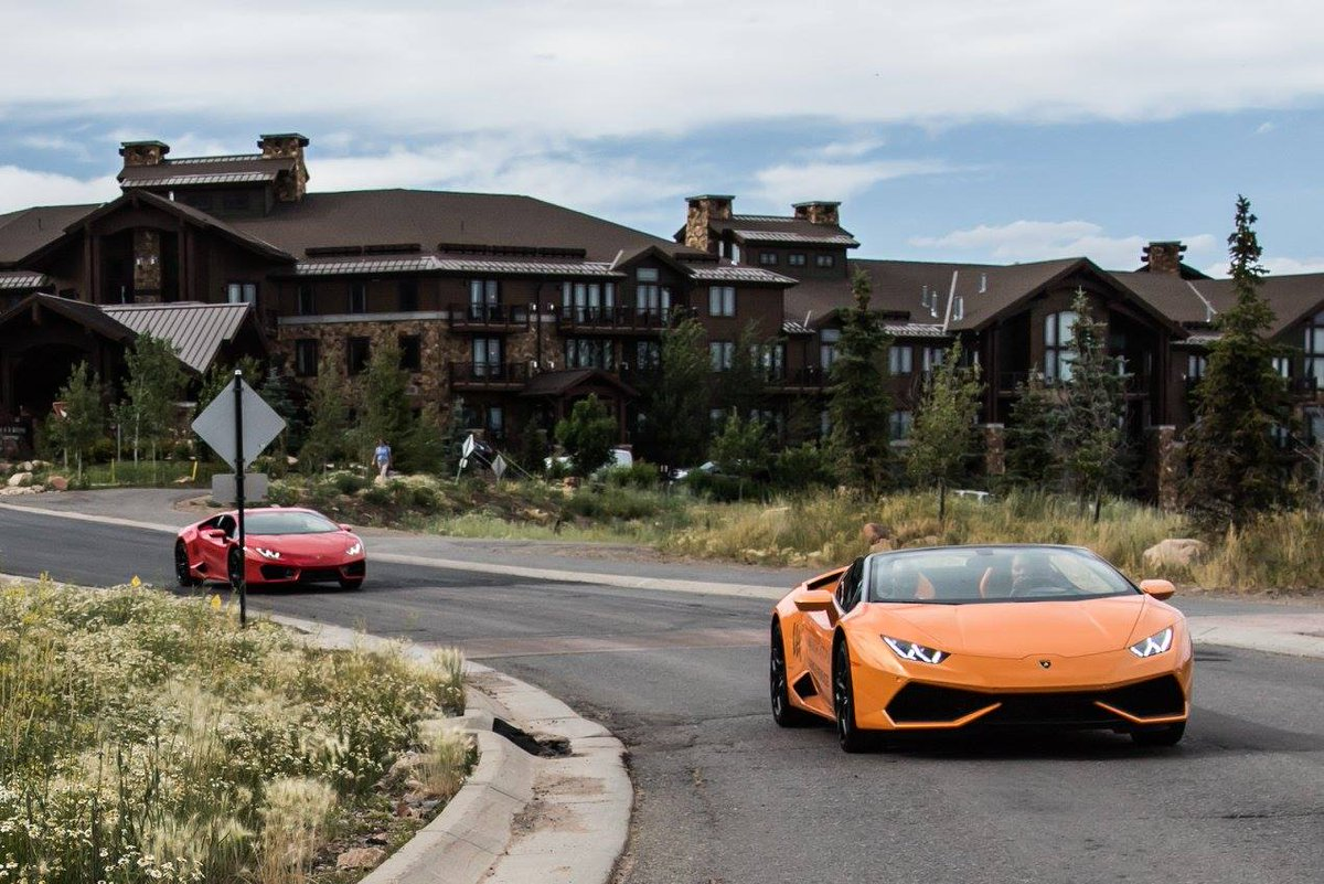 Our latest #WaldorfDrive w/@Lamborghini brought us to the iconic @WaldorfParkCity. See more: https://t.co/K0lCxbARur https://t.co/RmH26DJwOE