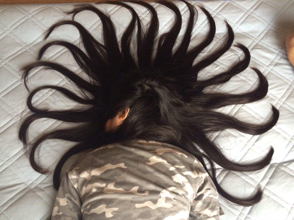 髪でイタズラ