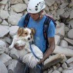 [Fotos] Terremoto en Italia: El dramático rescate entre los escombros https://t.co/s9hrMvgsPd https://t.co/eP70PrPcSP