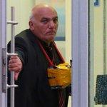Арам Петросян гэж энэ хүн Москвад 1эн банк дэлбэлнэ гэж дотор нь байсан хүмүүсийг барьцаанд аваад цагдаад бууж өгч. https://t.co/vSZPd1Ex3k