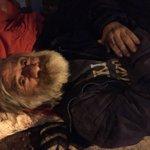 Ayuda! Él está en Huérfanos con Brasil, tiene mucho dolor en pierna y cadera, no puede pararse, necesita un médico. https://t.co/OcXLoAGn5A