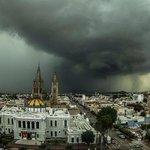 La vista esta tarde desde el edificio de Rectoría de la @udg_oficial. Fotografía de José María Martínez. https://t.co/sdNFr6NE07