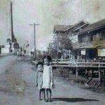 ภาพอนุสาวรีย์ชัยเมื่อ ราวๆ 60 กว่าปีก่อน มีบ้านไม้ มีเสาไฟ  มีคลองหน้าบ้านด้วยนะ  via @fishmyma https://t.co/C0WrgltaZ5