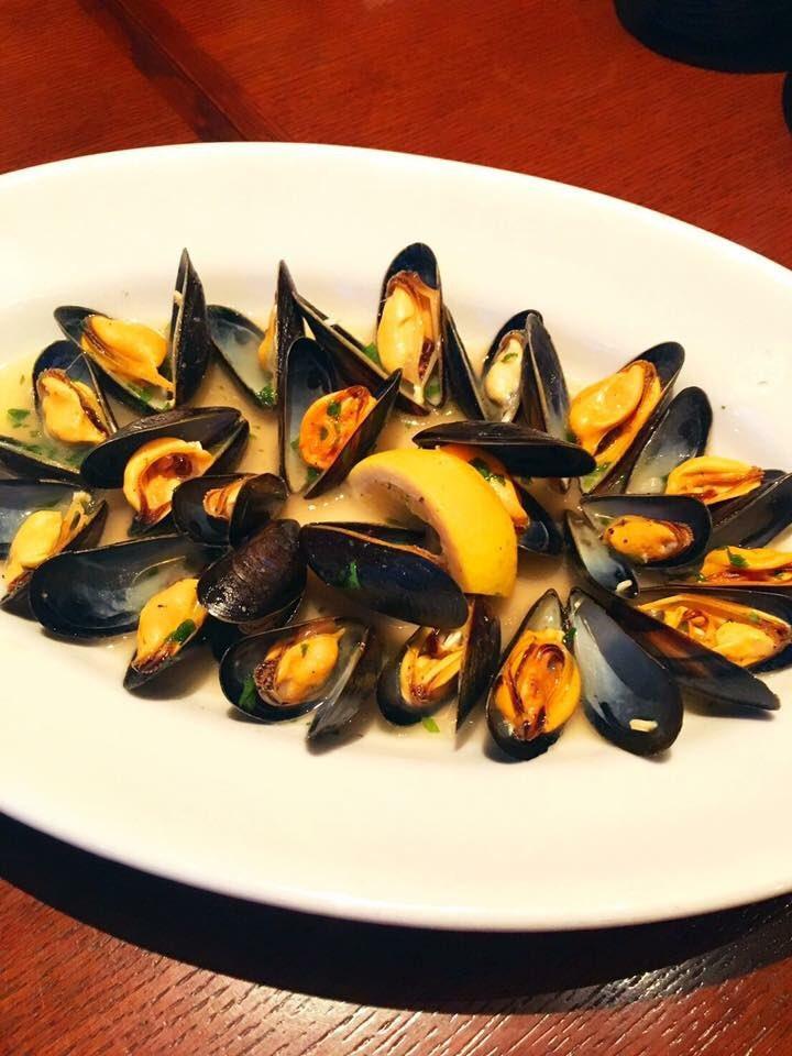 ユニコーン川西さん大好きな、モンサンミッシェル産ムール貝は今入荷しましたよ! 小粒なのに濃厚、ミルキーです。 ジェノベーゼのパスタ、白ワイン煮どちらも大好評です(^-^) 皆さんぜひ食べてみてください。シーズン終わる前に! https://t.co/ZXVLAkrant