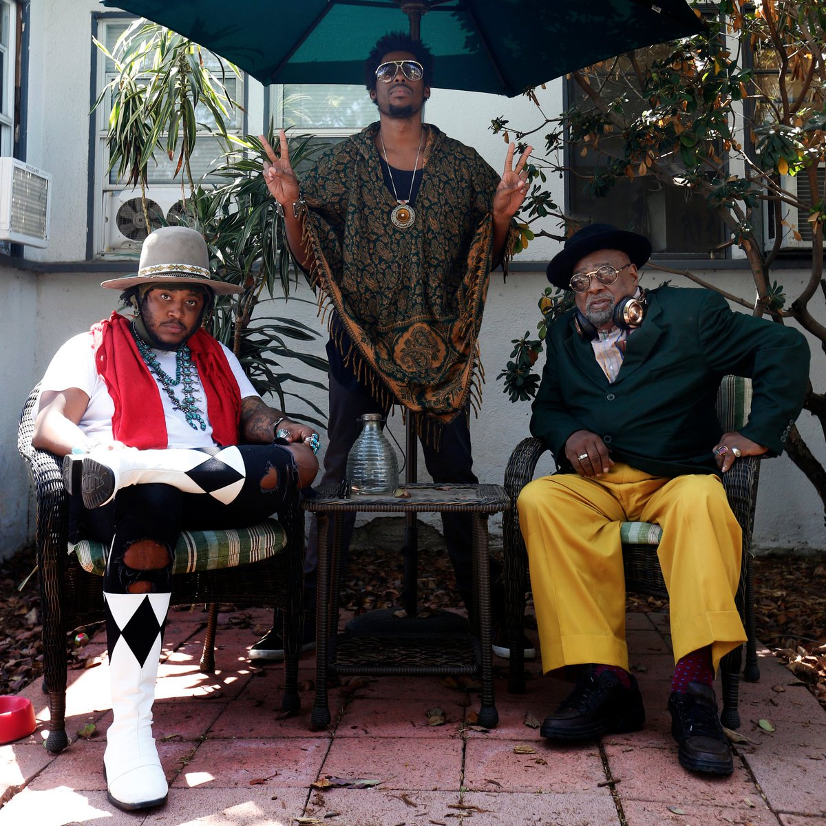 immensely dope photo of @Thundercat @flyinglotus @george_clinton https://t.co/BVuSStSaab