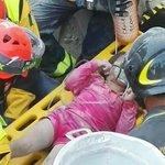 Un cuore grande, limpegno di chi anche oggi scaverà tutto il giorno per salvare altre vite umane. #PrayingForItaly https://t.co/g5GfvF0uUy
