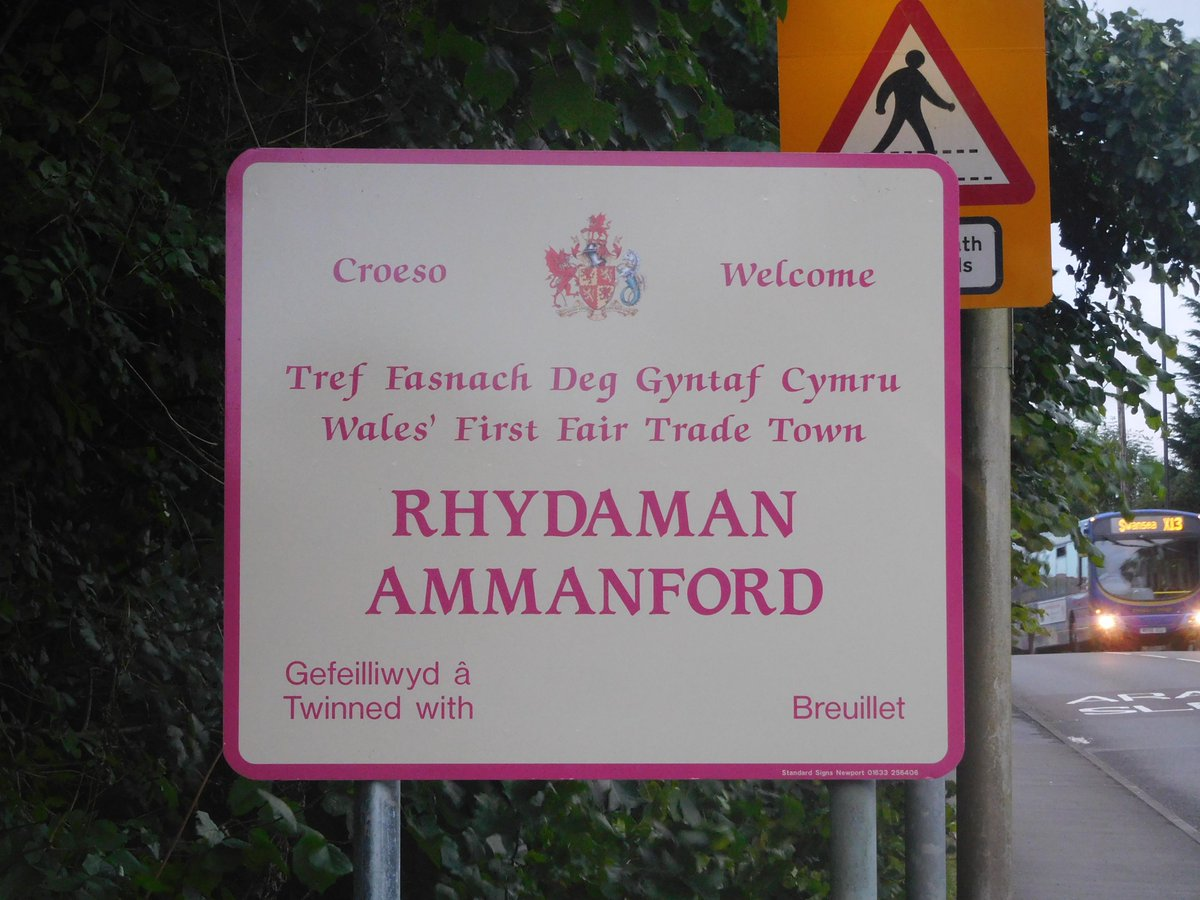 GR8 NEWS! Ammanford has new road signs celebrating status #Wales' First Fair Trade Town! @AmmanFairtrade LLONGYFS!! https://t.co/qF0F6Imf4r